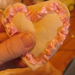 pin-ribbon-to-cookie