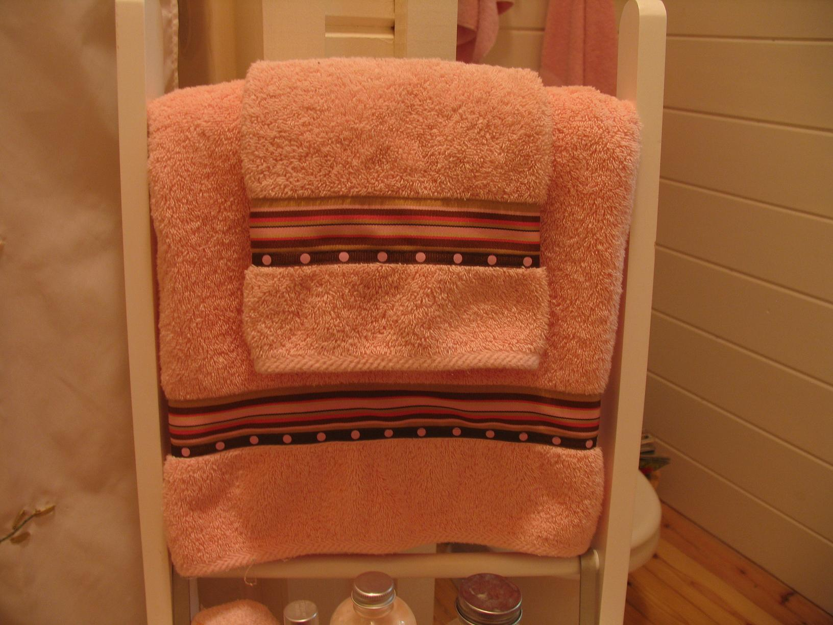 decorative bathroom towels with ribbon border