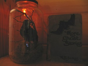 crow in a jar1 300x225 Crow in a jar for Halloween decorating.