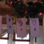 This paper banner is so easy to make. Use it to countdown to Christmas
